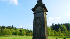 Fragment z przydrożnego krzyża w Targanicach