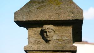 Detal z przydrożnego krzyża w Targanicach