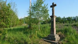 Krzyż poświęcony św. Józefowi. Targanice koło kamieniołomu.
