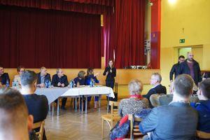 Daria Rusin na zebraniu w Sułkowicach Łęgu