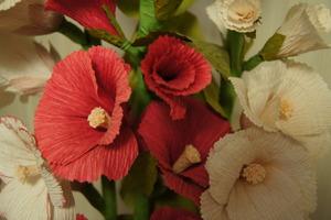 Kwiaty z bibuły Danuty Mydlarz,  fot. D. Rusin