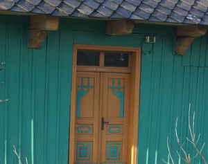 Drzwi domu przy ul. Wiejskiej w Inwałdzie, fot. D. Rusin
