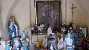 Wnętrze kapliczki w Rzykach, fot. M. Kudłacik