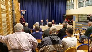 Regina Pazdur na zebraniu wiejskim w Brzezince