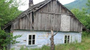 Niezamieszkały dom w Rzykach, fot. R. Pazdur