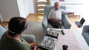 Regina Pazdur i Stanisław Ćwiertnia podczas wywiadu, fot. M. Kudłacik
